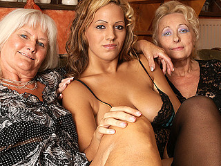 Hawt honey doing two aged lesbos at one time